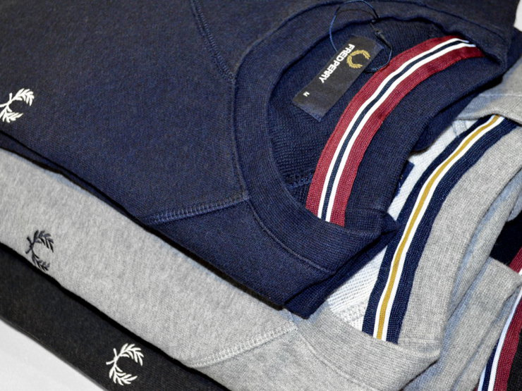 Felpe Fred Perry in cotone melange, con nastro twin tipped in stile bomber cucito all'interno del collo; alloro ricamato in contrasto