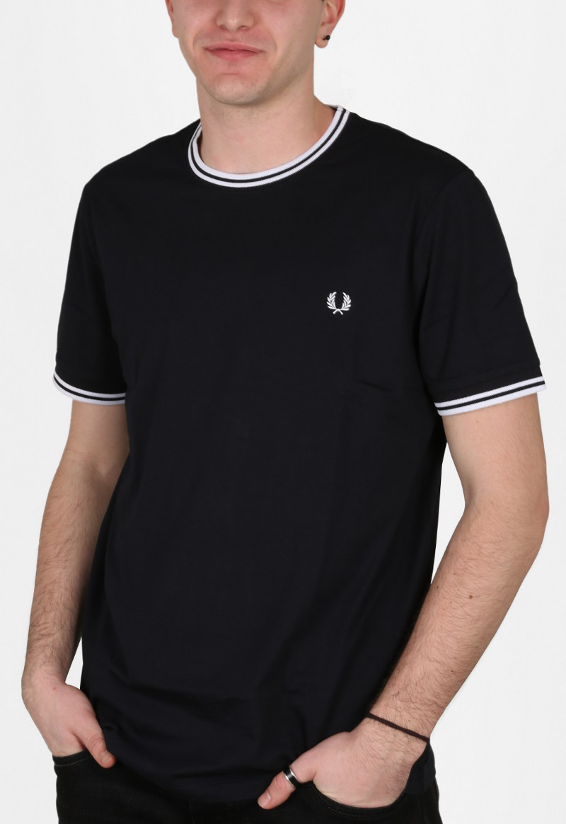 T-shirt twin-tipped Fred Perry in jersey di cotone tinta unita con logo ricamato in tono con il tipping