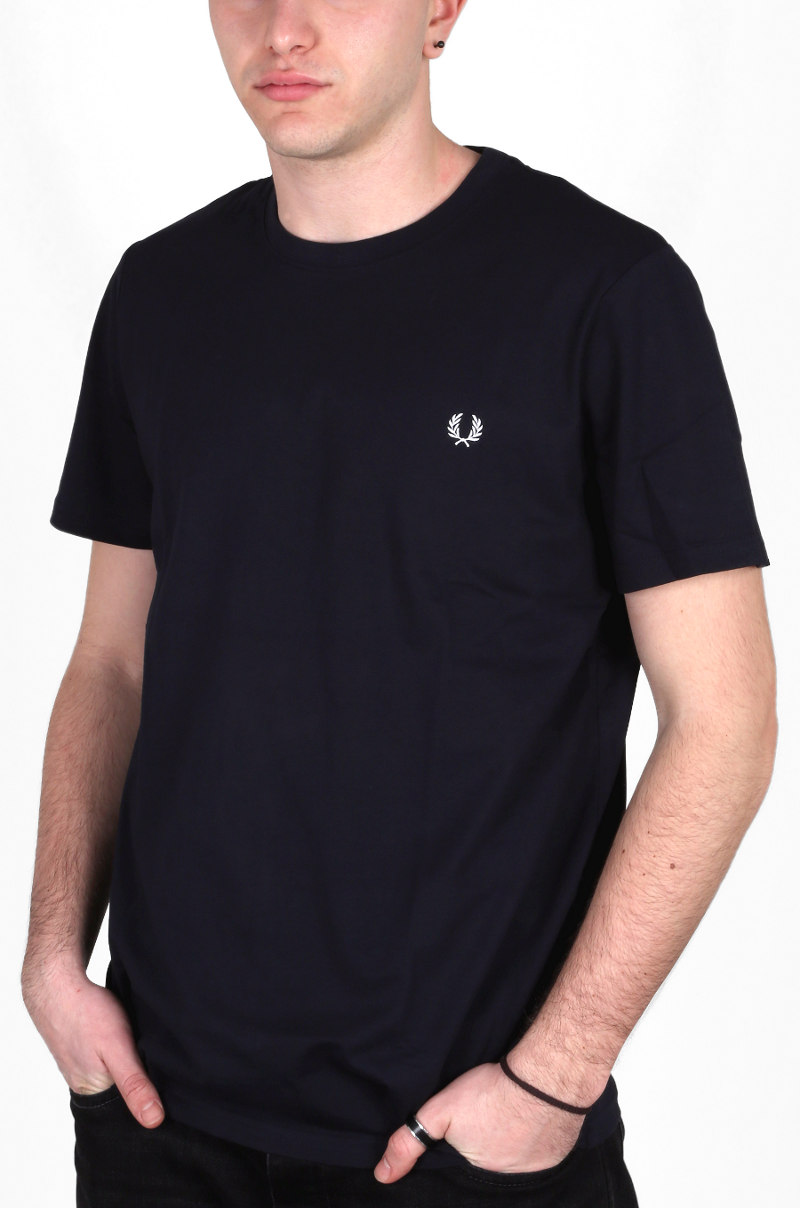 T-shirt girocollo Fred Perry in jersey di puro cotone tinta unita, con nastro twin tipped in stile bomber cucito all'interno del collo e logo ricamato in contrasto sul petto